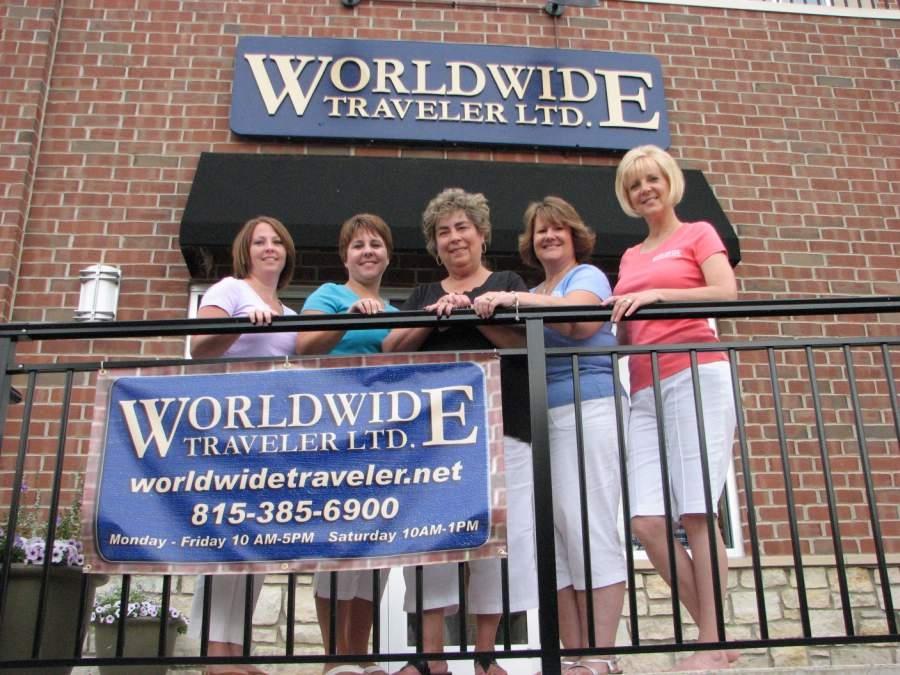 worldwide traveler group photo